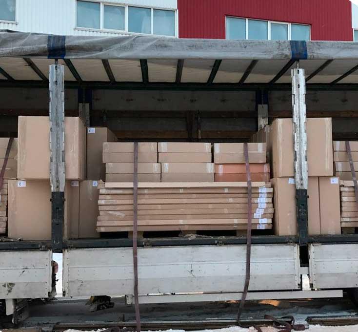 Ładowanie gotowych produktów do wysyłki do Europy