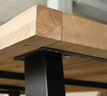 edge of oak table top