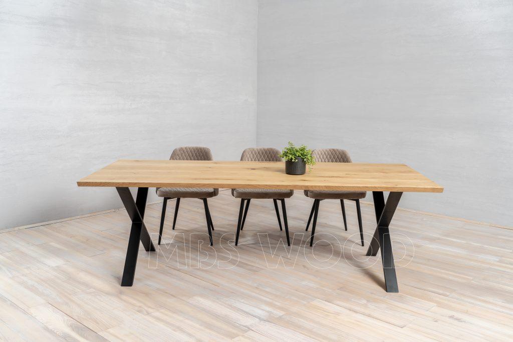 Tables en chêne mbswood.com avec des jambes en métal x-forme couleur noir