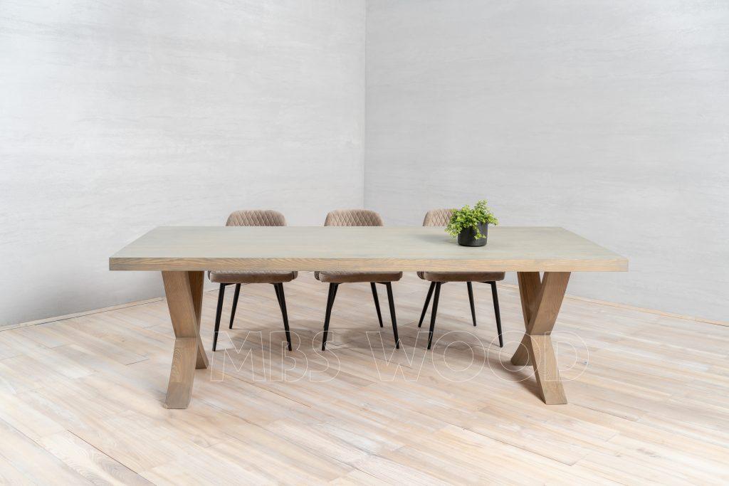 Table en chêne avec des pattes en bois huile naturelle mbswood.com