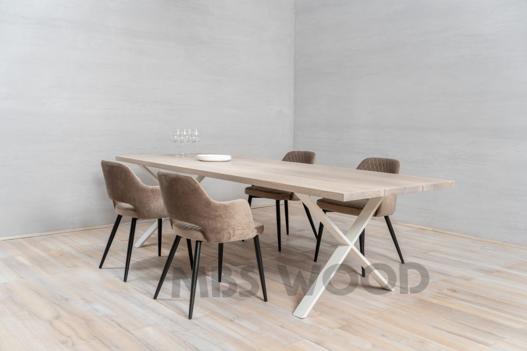 Table en chêne avec la peinture blanche de couleur de jambe en métal